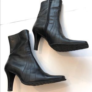 Shoes - VERA GOMA / Charles David leather boot with heels.